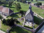 Vue aerienne eglise village par drone