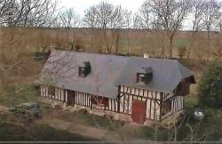 Vue aerienne maison normande photographiee par un drone