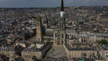 Vue aerienne par drone de la cathedrale de rouen en seine maritime
