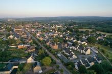 Vue aérienne par drone village de Bretagne