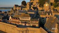 Vue aérienne village du mont Saint Michel